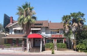 Front view of Minnie's in Modesto