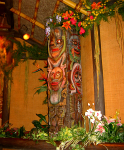 Tikis in the Enchanted Tiki Room in Orlando