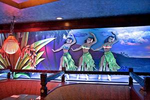 Hula girl mural at The Alibi in Portland