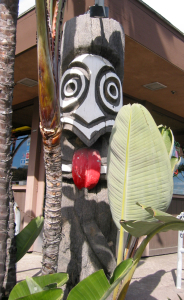 Tiki in front of Trader Mort's Liquor in San Diego