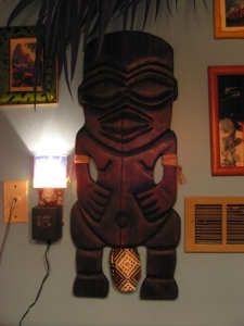 Tangaroa plaque by Gecko in the Humuhumu Room