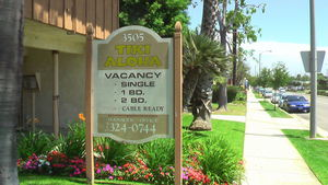 The sign for Tiki Aloha Apartments in Torrance