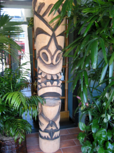 A tiki by Bosko at the entrance to Spa Tiki