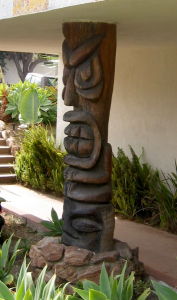 Tiki support pole at the Tiki Apartments