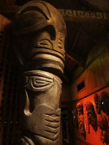 Large tiki along the back hallway at Trader Vic's in Emeryville