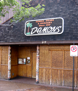 Front entrance to Damon's in Glendale