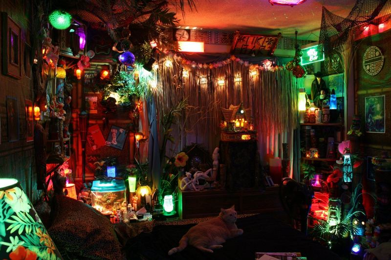Castaway clemens 39 paradise cove tiki lounge in los angeles for Tiki room decor