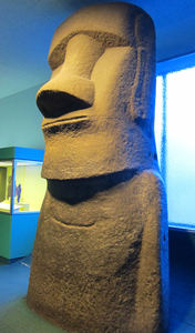 Replica moai at American Museum of Natural History in New York