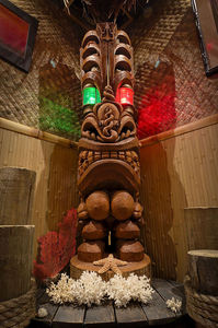 Nai'a Makuahine, carved by Crazy Al Evans, at Trader Scott's Tiki Bar and Lounge in Knoxville