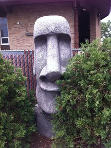 Large outdoor moai at Psycho Suzi's Motor Lounge in Minneapolis